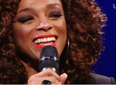 """Paula Lima canta o sucesso """"Meu Guarda-Chuva"""" no Bate-papo UOL, assista!"""