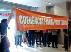 Funcionários do Tesouro protestam contra regras de reajustes; veja