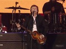 Paul McCartney canta 'Can't Buy me Love' em seu show no Desert Trip