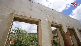 Casa-grande do Engenho Verde devastada em Palmares