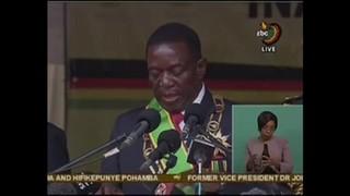 Vice destituído de Robert Mugabe é empossado como presidente do Zimbábue