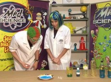 Mad Science: Pati Potássio mostra como retirar óleo do mar