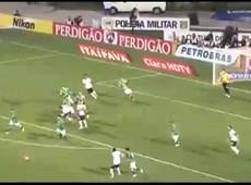 Paulo André quase marca para o Corinthians