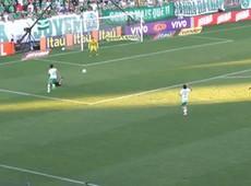 Jadson faz o terceiro gol do Corinthians contra a Chapecoense