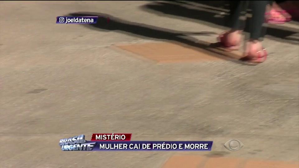 f20dac70972a3 Mulher morre após cair de prédio - Vídeos - Brasil Urgente - Band.com.br