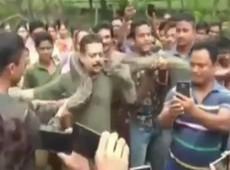 Indiano escapa por pouco de ataque de cobra