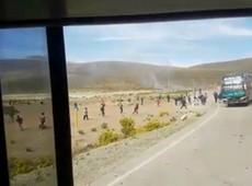Ônibus que transportava estudantes para protesto em La Paz sofre emboscada