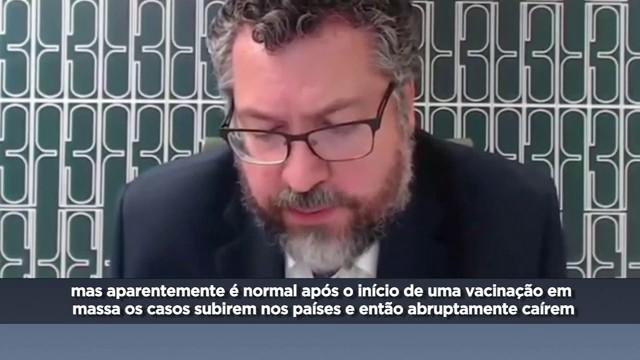 Sistema de saúde está lidando bem, diz Ernesto Araújo