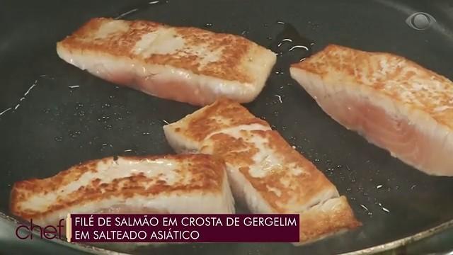 Filé de salmão com crosta de gergelim: Juliano Braz ensina receita