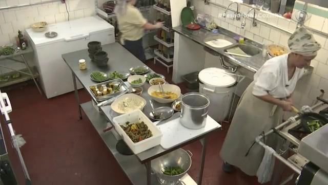 Clientes aprovam novo restaurante Casa da Tanea e elogiam a comida