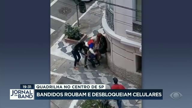 Quadrilha no centro de SP: bandidos roubam e desbloqueiam celulares